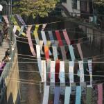200m にわたり妙正寺川を反物で覆う「川のギャラリー」